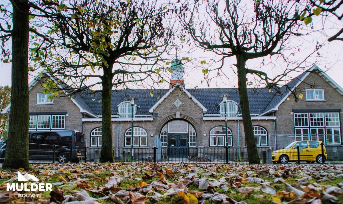 Schoolgebouw naar vier woningen