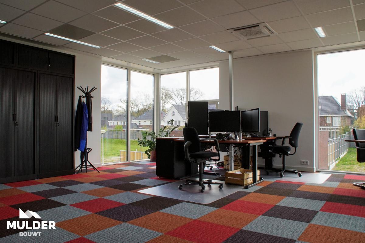 Kantoorpand met penthouse in Enschede