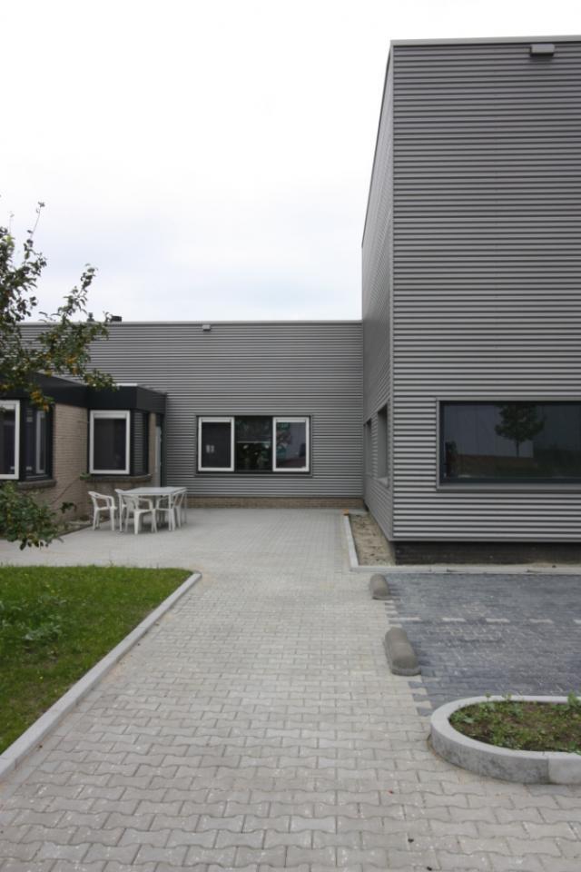 Bedrijfshal en kantoor in Hengelo